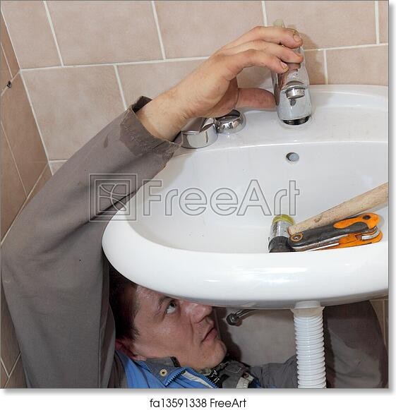 Ставим смеситель в ванной